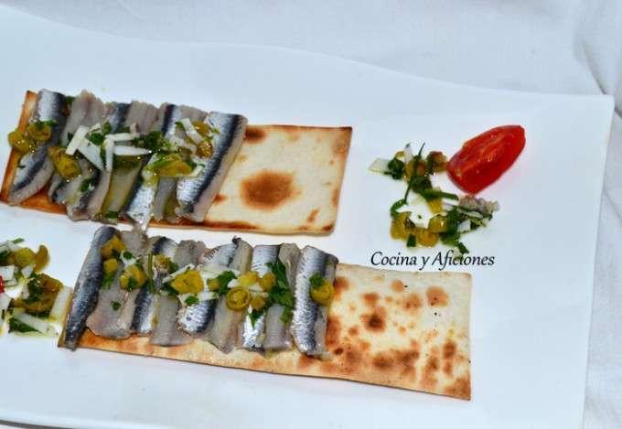 Anchoas marinadas a la sidra con vinagreta de guindillas y coco ok