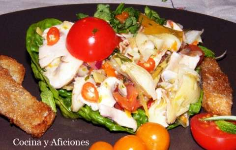 Cebiche picante de alcachofas y champinones