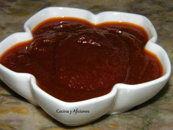 Compota de tomate especiado o una salsa tipo barbacoa muy diferente
