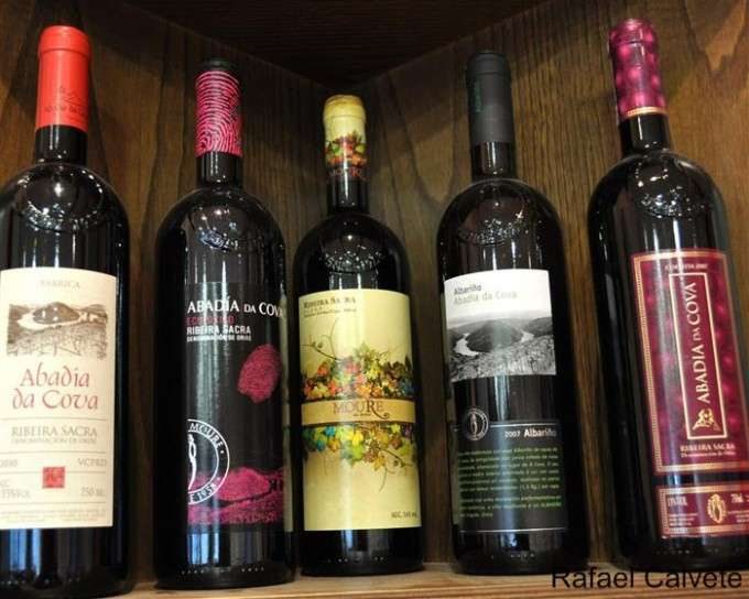 Diferentes vinos de la Bodega Abadía da Cova (Medium)