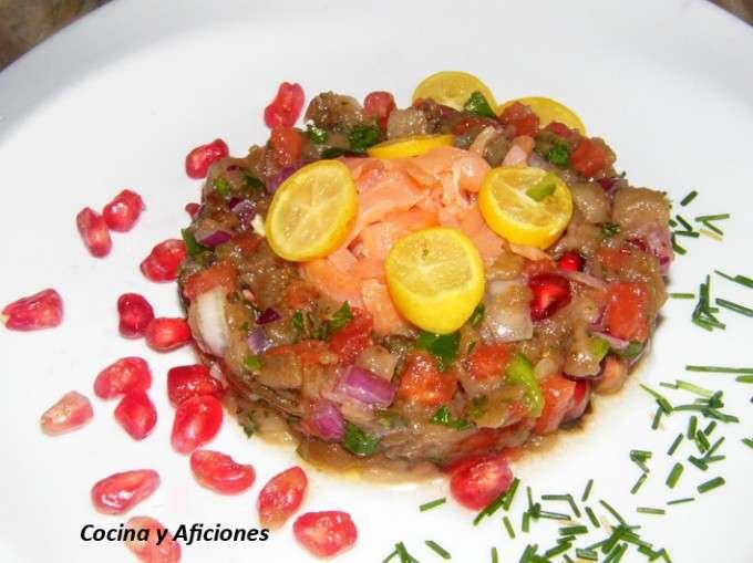 Ensalada de berenjena y granada con salmon ahumado 1 (3)