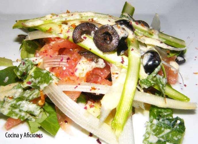 Ensalada de espárragos naturales con vinagreta de piñones, receta