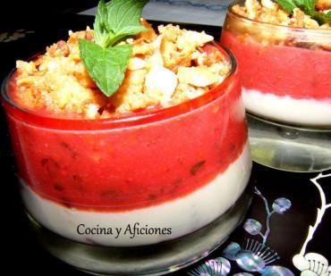 Gelée de queso fresco, fresas y crumble, receta paso a paso