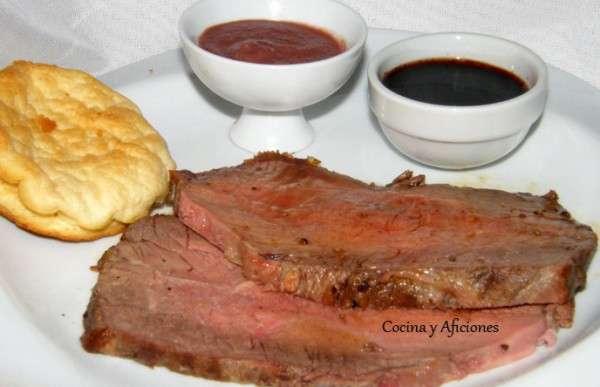 Rosbif (roastbeef), Yorkshire pudding, salsa Robert y su jugo (1)