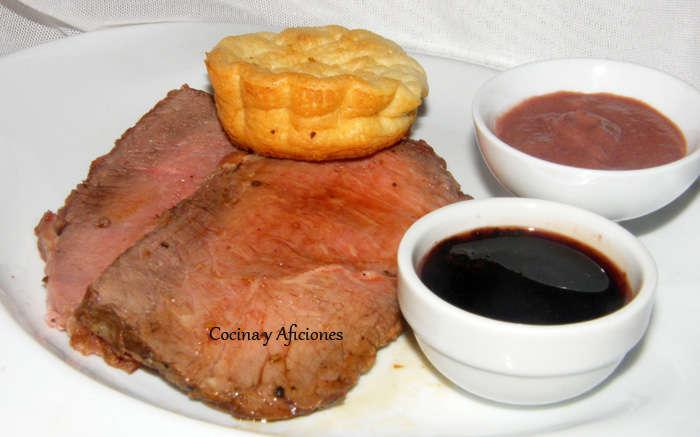 Rosbif (roastbeef), Yorkshire pudding, salsa Robert y su jugo OK