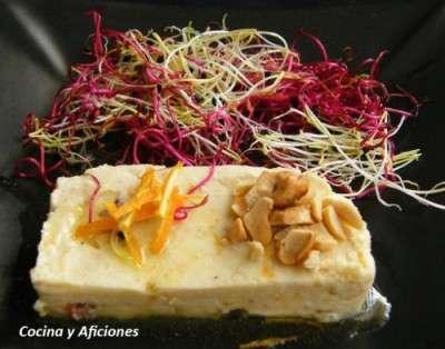 Terrina de queso fresco con naranja y anacardos