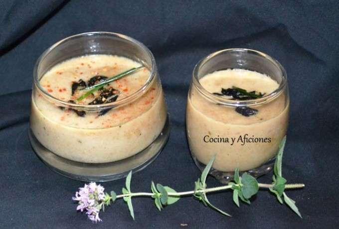 Tzatziki,  sopa fría de pepino y yogur con ajo negro