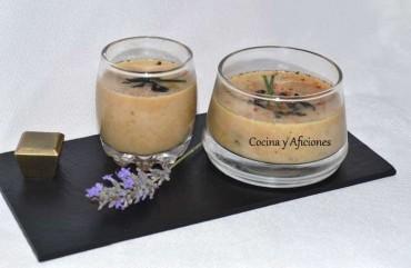 Tzatziki,  sopa fría de pepino y yogur con ajo negro, receta paso a paso.