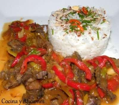 Wok-de-carne-de-buey-con-arroz-jazmín-receta-paso-a-paso-400x351