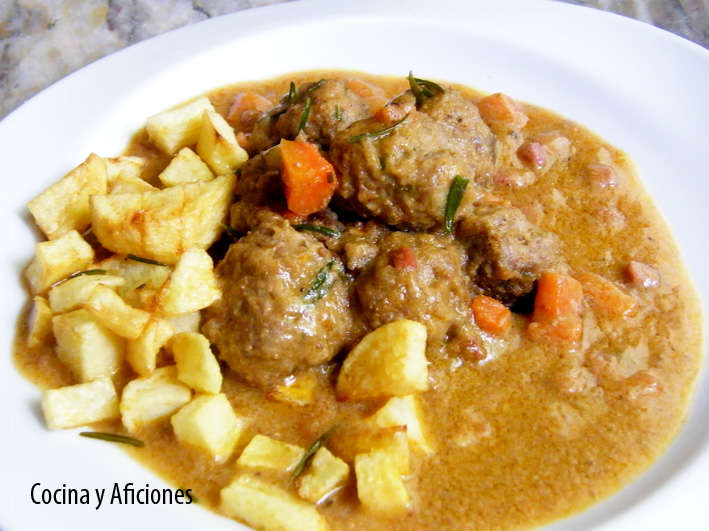 Albóndigas en salsa de cebolla y zanahoria, receta
