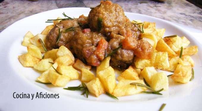 albondigas en salsa de cebolla y zanahoria