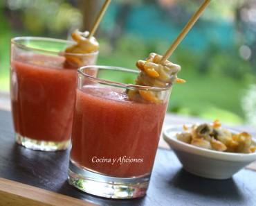Aperitivo de Bloody Mary con brocheta de berberechos, receta paso a paso.