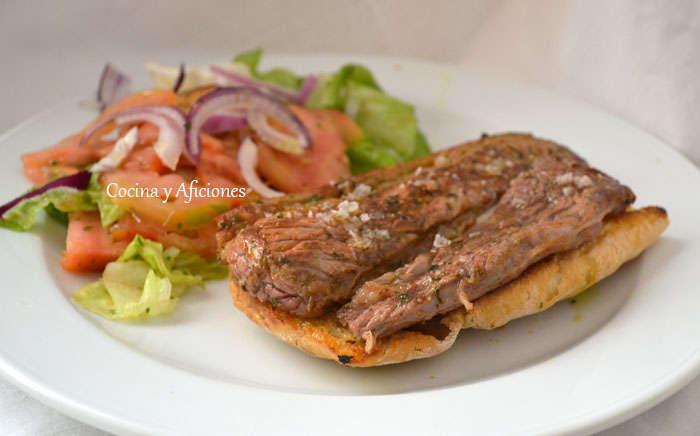 Bocata de filete de ternera adobado en chermoula, receta paso a paso