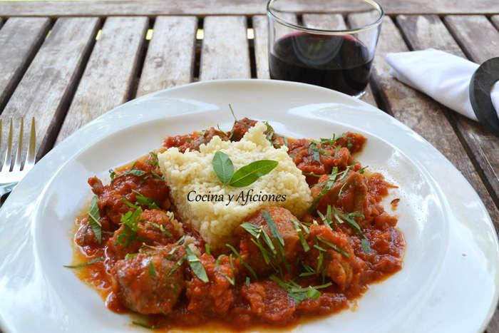 Carne guisada con tomate y cuscús, receta paso a paso