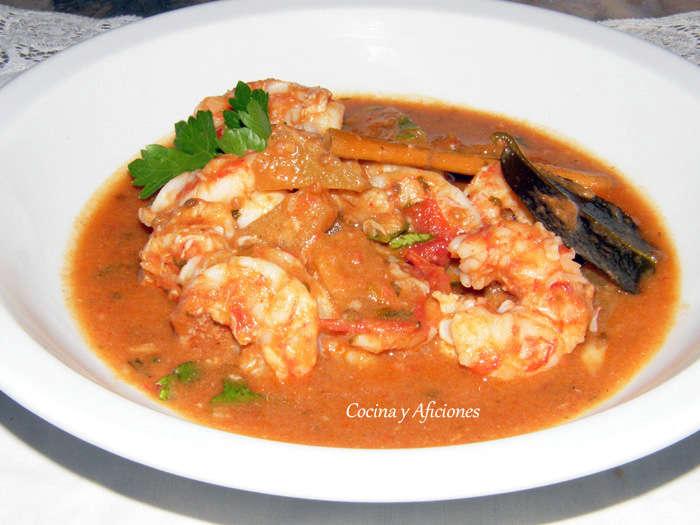 Curry thai de gambas y piña, receta paso a paso.