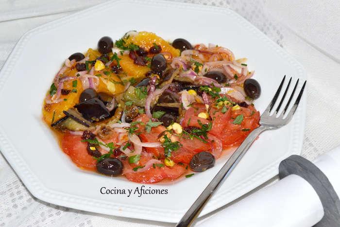 Ensalada de berenjena, naranja y pistachos, receta paso a paso