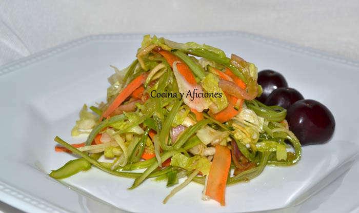 Ensalada de verduras crudas (la ensalada del verano), receta paso a paso.