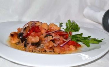 Ensalada Panzanella, el sol de la Toscana en tu plato, receta paso a paso.