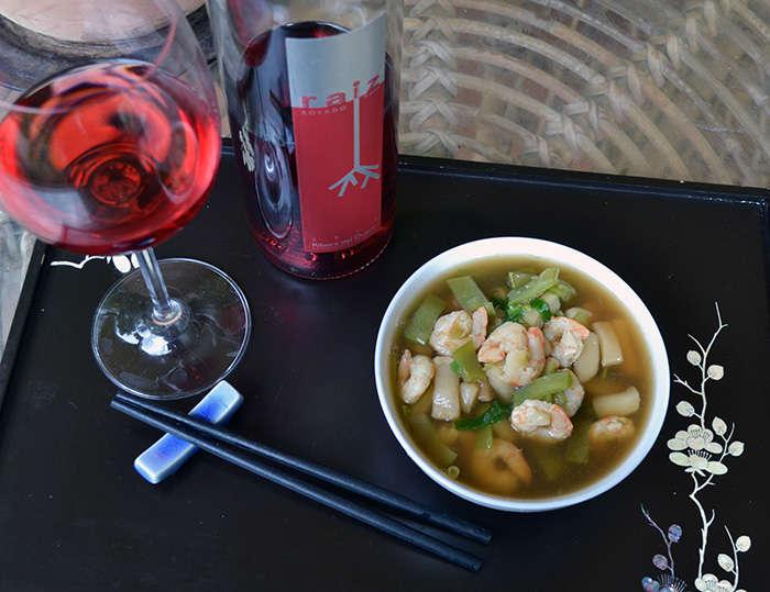 Fideos yakisoba con calamares y gambas, receta paso a paso