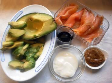 Aguacate relleno de salmón ahumado, receta