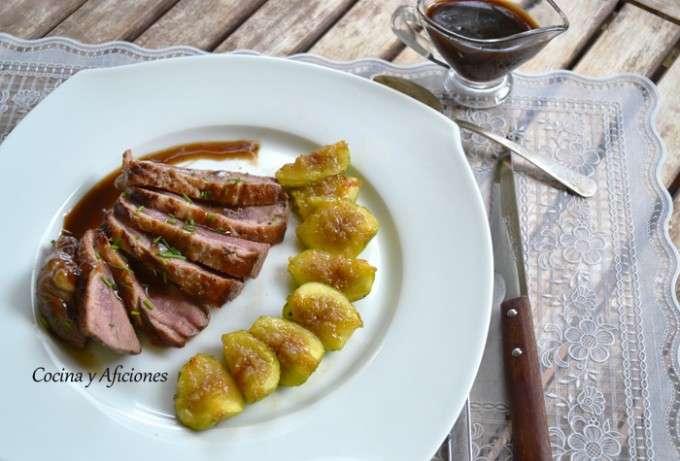 Magret de pato con higos y salsa de vino