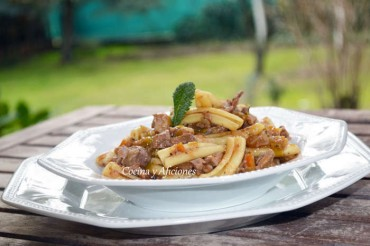 """Pasta  """"caserecce"""" con ragú de carne reciclada, receta paso a paso."""