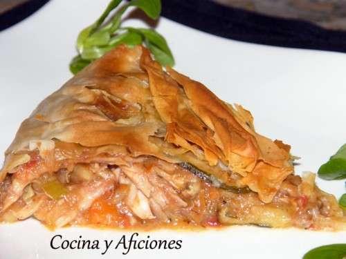 """Pastel o tarta"" de picantón y verduras, receta paso a paso"