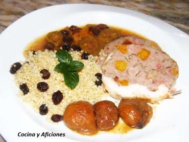 Pollito tomatero relleno acompañado de castañas y quínoa