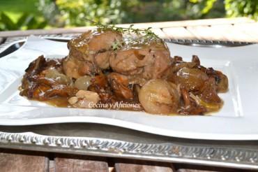 Pollo cocido a la cazuela con riesling y rebozuelos. La estrella de la Navidad, receta paso a paso.