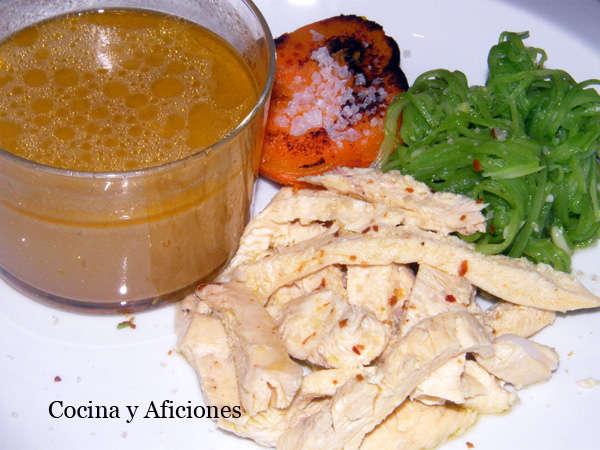 pollo hervido con espaguetis de judías verdes y batata