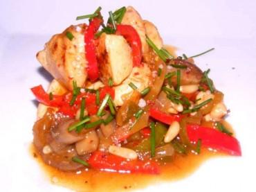 Pollo con piñones y verduritas, receta