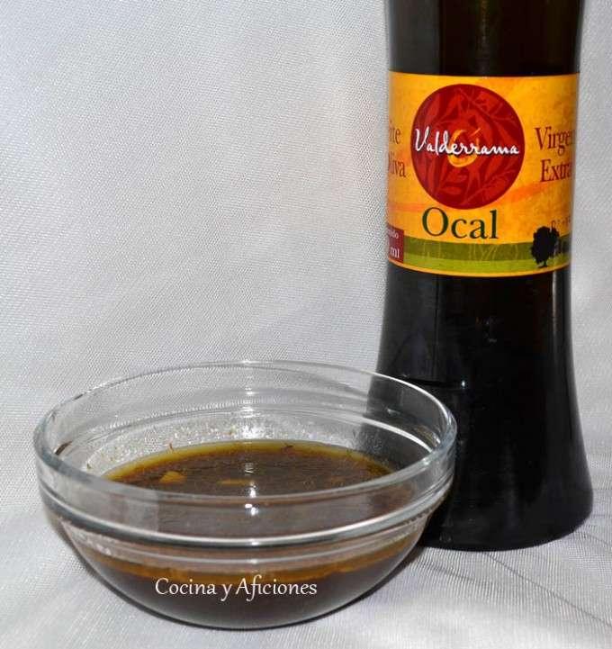 preparando aliño con aceite  maravilloso  Ocal