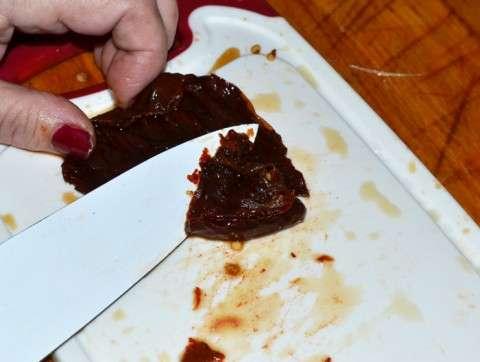 separando la carne de la piel