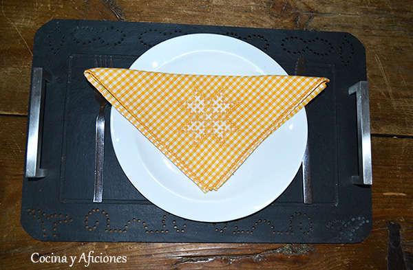 Las buenas maneras en la mesa: la servilleta.