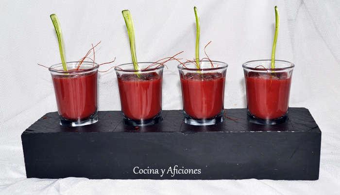 Sopa fría de tomate y cereza, rojo intenso, receta paso a paso