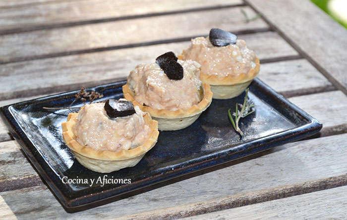 Tartaletas de atún con un toque de ajo negro, receta paso a paso.
