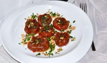 Tomates confitados al horno  con sus hierbas, receta paso a paso