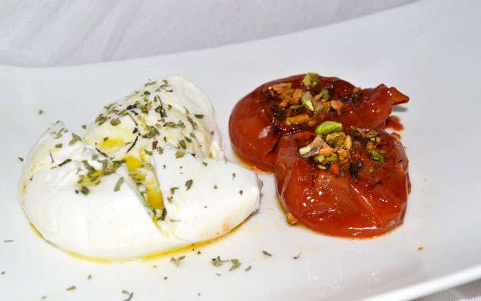 tomates asados con hierbas y mozarella