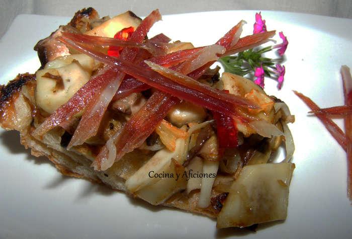 Tosta/tapa de boletus y jamón ibérico, receta paso a paso